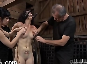 Fastened up beauty receives debased pleasuring be worthwhile for her pussy