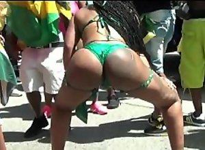 Phat Ass Shaking in Atlanta Carnival Parade !!!