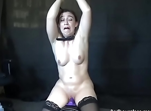 Busty squirter Lilah Rose rides sybian