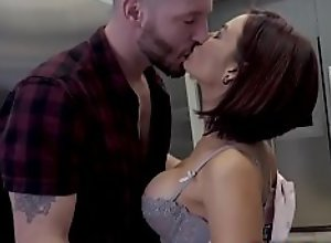 Flirty wife Ryder Skye saw her hot brother in..