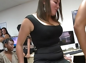 Hot young burnette sucks down without exception final work of cum