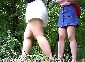 Outdoor piss voyeur