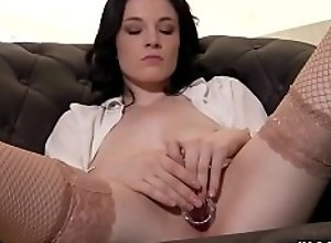 Wicked czech nympho gapes her wet snatch to the..