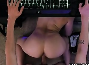 Stepsister Teen Kenzie Madison Gets Her Pussy..