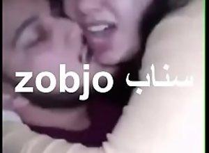 مصرية مع حبيبها في العربية