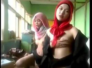Naked dance por dos tipas melayu super hot