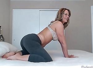 Milf Camgirl In Yoga Pants