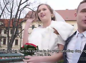 HUNT4K. Cute teen bride gets fucked for cash in..