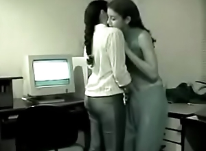 Several young Indian Lesbians have entertainment..
