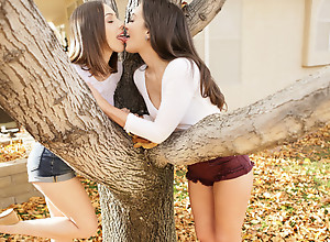 Things are steamy hot as Jenna Sativa and Gia..