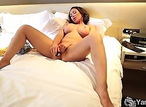 Yanks Plump Yasmin Masturbating