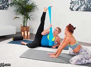 Vanna Bardot Has A Fingering Yoga Training With..