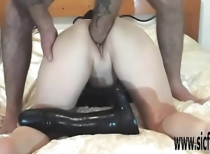 Fisting and gender her greedy pussy in a giant..