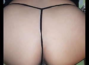Tanga de hilo de mi sexy esposa en cuatro