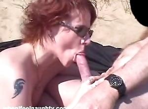 Robin pleasures dong respecting her throat