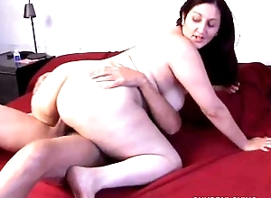 Beautiful large love bubbles chick sonia can sob live get off on the smack o...