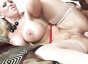 Smoking hot woman gets their way pussy filled..