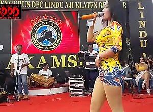 Indonesian Sexy Dance - Pretty Sintya Riske..
