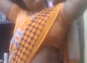 Desi Aunty saree removing