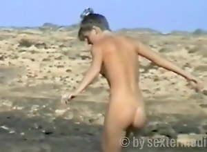 Voyeur on slay rub elbows with nudist strand..