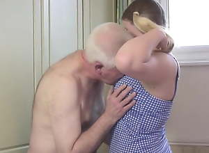 Oldman fucks young blonde in a difficulty..