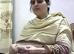 Pakishtani milf sex with Shop Owner
