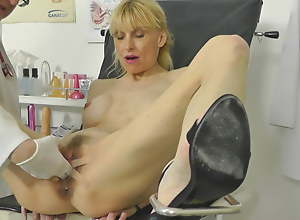 Hot MILF caught squirting wide gynochair with..