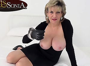 Lady Sonia wants you to wank while mirror-like..