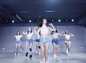 公众号【91报社】泫雅超短牛仔热舞�..