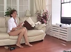 Cheating british milf lady sonia exposes her big..