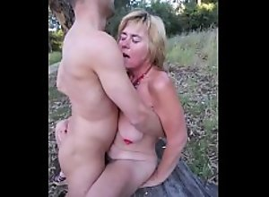 Suzi fucked by a client in Monsanto Park,..