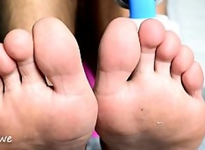 Foot fetish with Hitachi magic